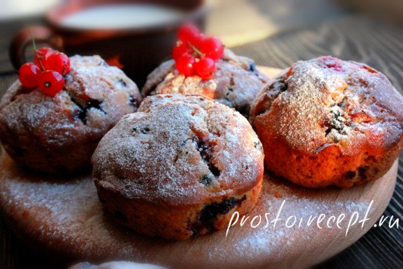 Простые кексы с ягодами
