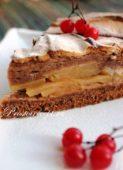 Яблочный пирог с шоколадной меренгой